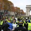 Fransa Cumhurbaşkanı Macron protestodaki savaş sahnelerini kınadı