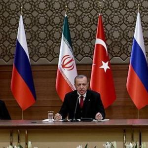 Orta Doğu'daki boşluğu Türkiye, Rusya ve İran dolduruyor.